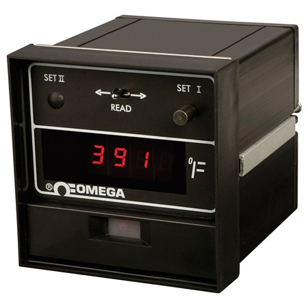 1/4 DIN Digital Controllers with J or K Thermocouple Inputs